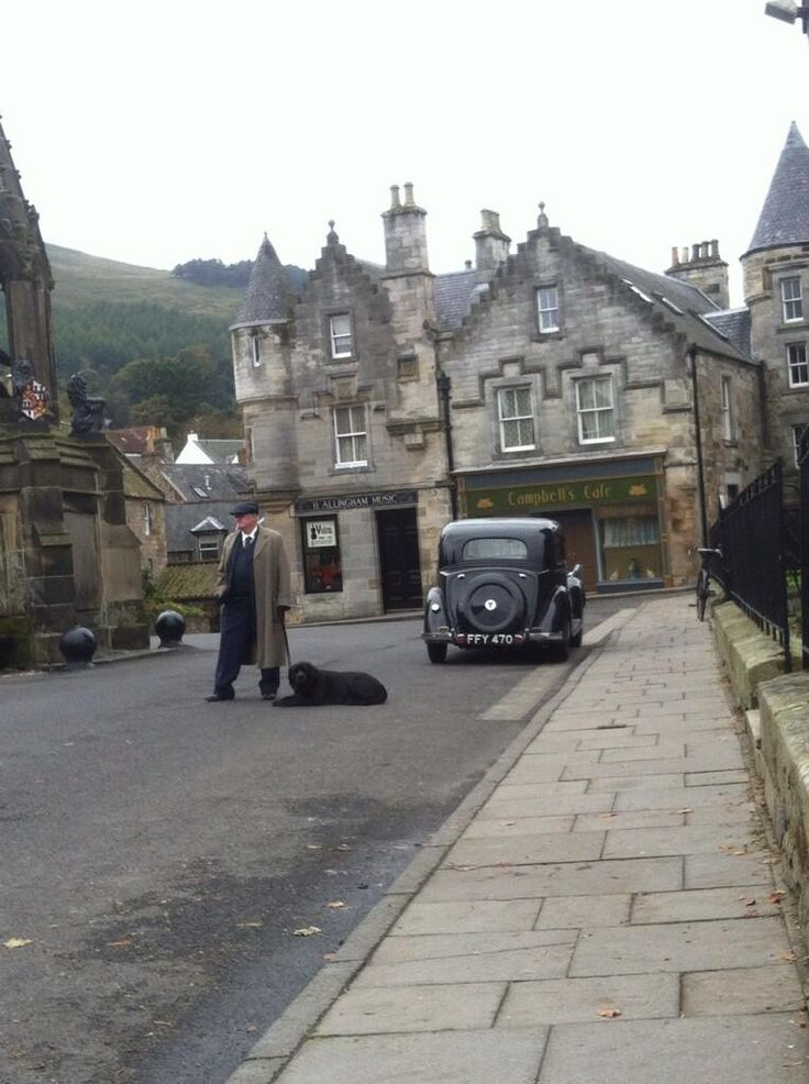 Photo of the Outlander set [photo by Iona (@iona_grace_96), taken from outlandertvnews.com]