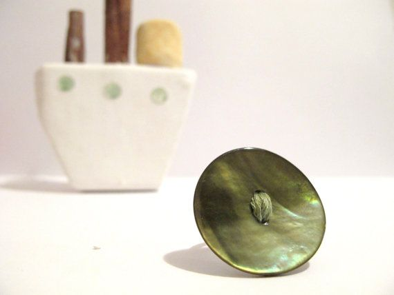 Green shell button ring