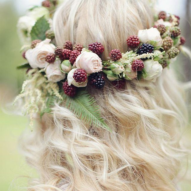 Floral crowns are gaining momentum but this is the first time we've seen berries in one! Such a cute idea. Xoxo @weddingchicks PC: @cupofherbaltea #flowers #crown #halo #hair #wedding #love