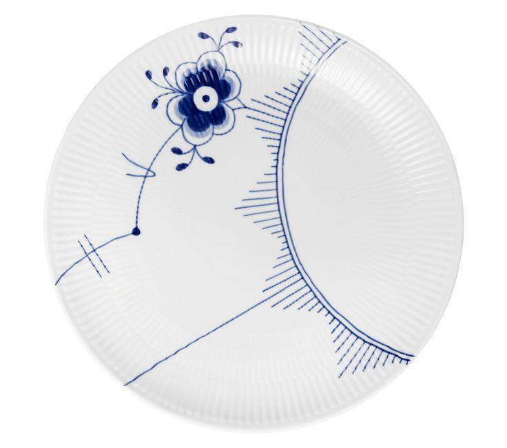 Blue Fluted Mega Plate, Coupe 27 cm