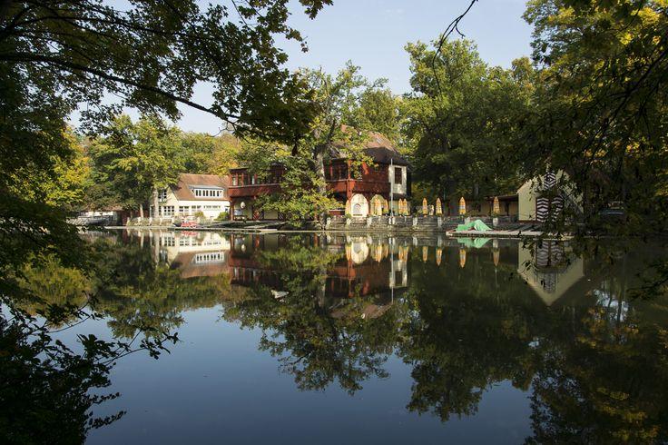 Herbststimmung im Bamberger Hain - Bootshaus