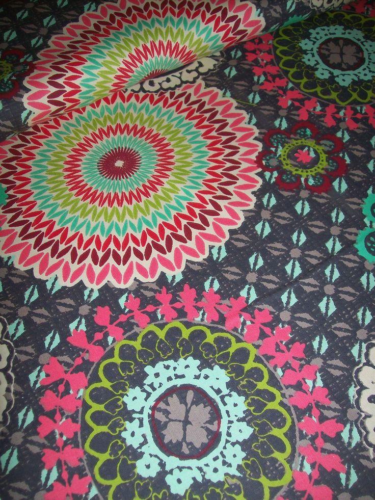 MANDALA -metráž 100% bavlna 210g pevná vhodná na kabelky, tašky , sedáky , povlaky atd...š.140cm   Vzor je velký 22-36cm