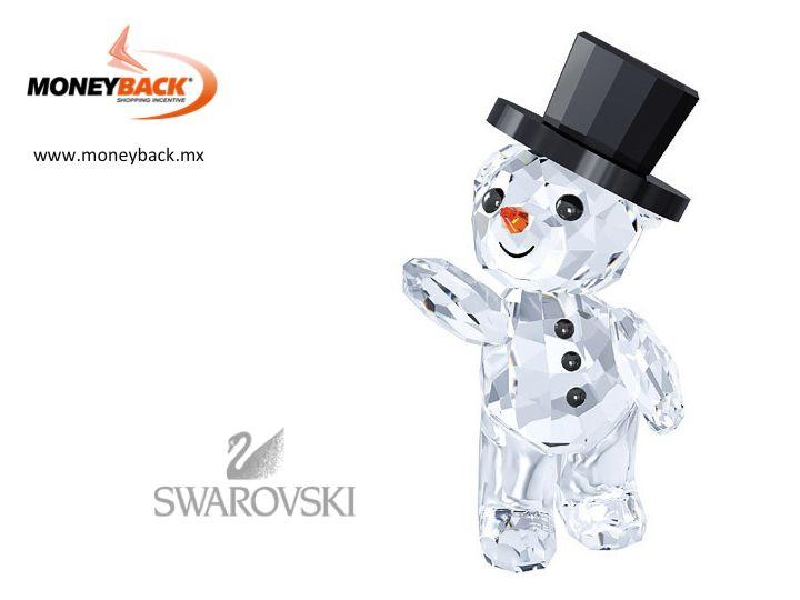 ¡El invierno está aquí! El Oso Kris de Swarovski luce un adorable atuendo de muñeco de nieve. La pieza brilla en cristal transparente con detalles de cristal negro y naranja. Un alegre regalo que evocará recuerdos en esta época. Disponible solo durante 2015. Compra en Swarovski México y ven por tu reembolso de impuestos a nuestro módulo. #Swarovski