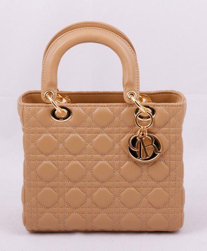 Сумочка Lady Dior из натуральной кожи ягненка. Кремовый цвет, золотистая фурнитура
