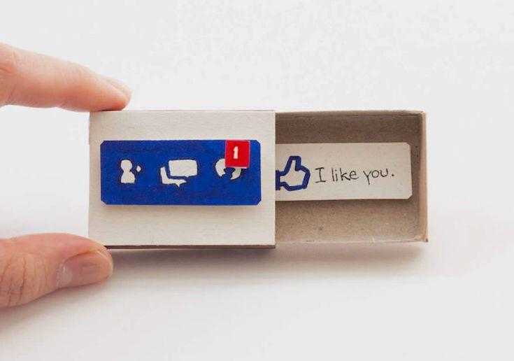 Se fossem cartões já seriam simpáticos, mas como são caixinhas de fósforo, ganham um charme ainda mais especial. Às vezes, basta alterar um pouco... para mudar muito!