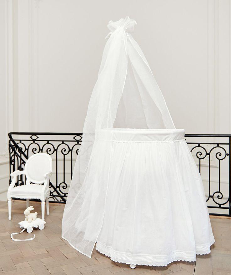 17 meilleures id es propos de berceaux de b b blancs sur pinterest cr che garderie noire. Black Bedroom Furniture Sets. Home Design Ideas