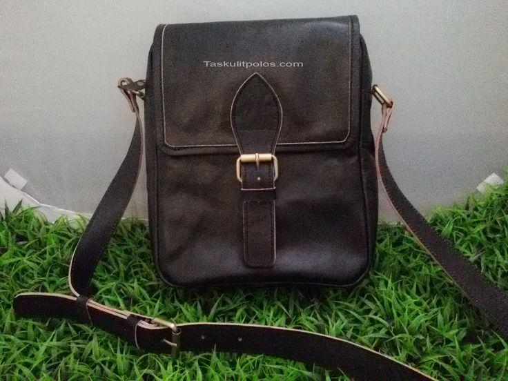 Sesuai dengan namanya, Black Leather Slingbag, bahwa produk tas kulit model slingbag ini khusus hanya di produksi dengan warna hitam saja. Tas selempang ini dapat anda miliki sebagai tas harian untuk membawa tablet dengan ukuran 10 inch didalamnya. Informasi dan Pemesanan: Hotline. 0851-0389-1037 SMS/WA. 0819-0425-9327 Web. TasKulitPolos.Com