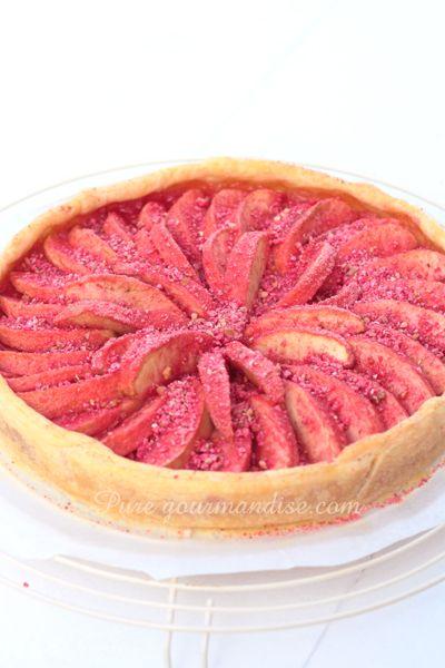Gâteau aux pommes fondantes et pralines roses   Pure Gourmandise   www.puregourmandise.com