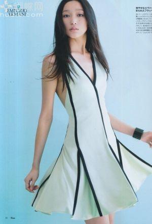 Future Fashion, Tetris, Futuristic Dress, asian girl, white dress, futuristic style, japan girl, future girl, china girl,futuristic clothing by FuturisticNews.com