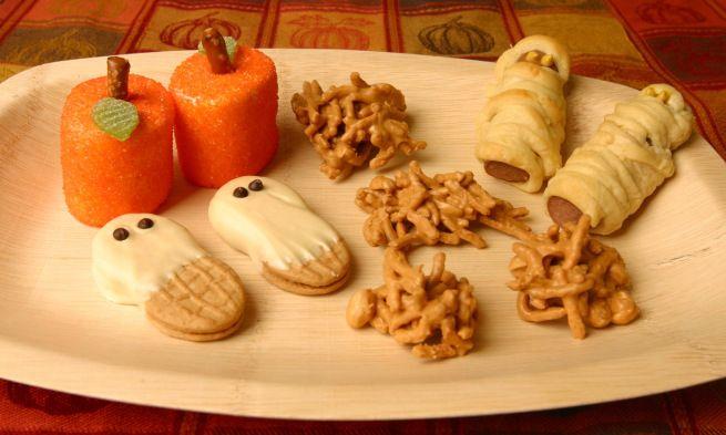10 halloween party snacks super easy kid friendly for Easy kid friendly halloween treats