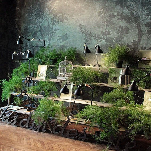 Jardin des fleurs #rawbrera #rawstyle #rawmilano #decor #homedecoration #garden #inspirations #details #wallanddeco #wallpaper #lighting by #dcweditions #lampegras #fane #delabre #shabbystyle #vintagefurniture #vintage