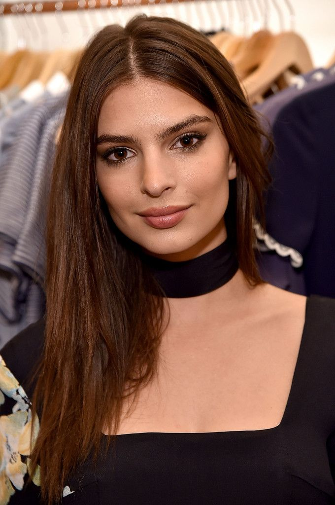 Browse 1388 high-quality photos of Emily Ratajkowski in this socially oriented mega-slideshow. Updated: February 27, 2016.