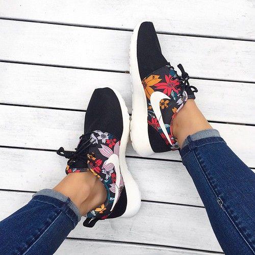 nike, shoes, and flowers kép