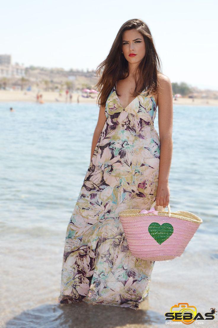 Seguimos con otro precioso vestido estampado con flores para este veranito. #vestidoplaya #vestidoconflores #vacaciones #playita http://blog.dicompra.com/vestido-de-flores-estampado/