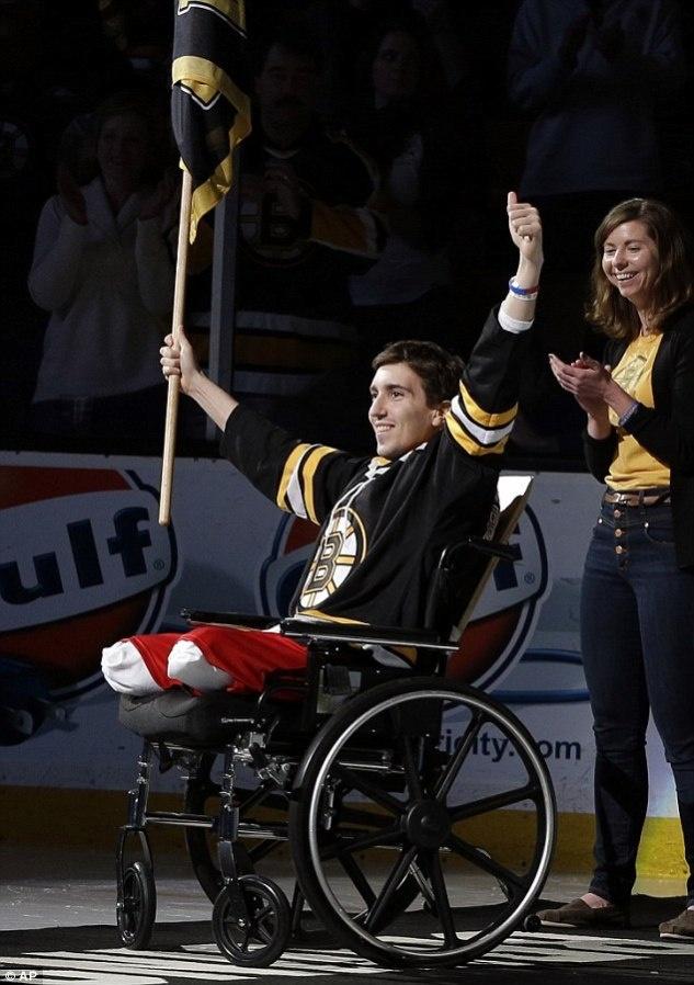 Photo of The Week: Survivor of the Boston Marathon Bombing, Jeff Bauman at the Boston Bruins Game.
