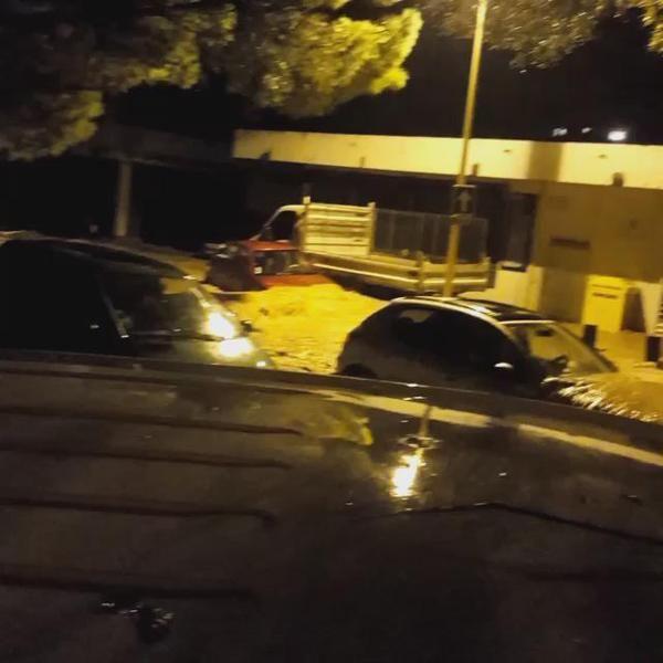 Citta' colpita da gravi ed estesi allagamenti provocati da un violento temporale. Situazione difficile pure a Nizza con forte pioggia e grandine.