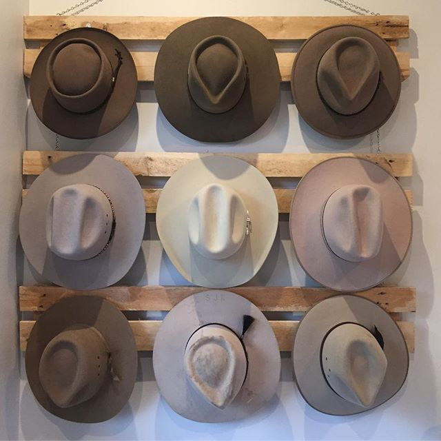 How's that for a collection! Thanks for the pic @stevekeir  Hats from top left: Pastoralist, Territory, Traveller, Bronco, Rough Rider, Woomera, Wentworth, Mansfield and Coober Pedy  #akubra #akubraofficial #madeinaustralia #familybusiness #fivegenerations #supportaustralians #imperialquality #furfelt #western #country #classic #fedora