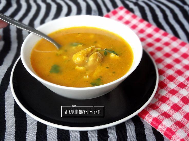 Pikantna zupa z kurczakiem i ryżem