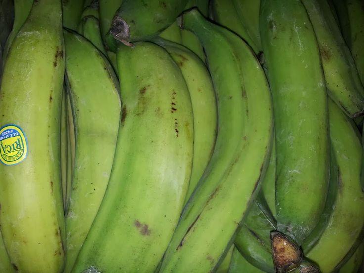Plátanos verdes y maduros.
