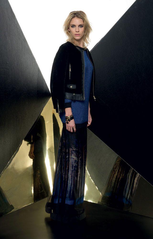 Look 01 _ 934 Jacket . 142 Knitwear . 736 Skirt . 2209 Bracelet . 2218 Bracelet . 294P Shoes ... #FW201314 . #LOOKBOOK 2 > Rate the looks on #ATOSLOMBARDINI official website > http://www.atoslombardini.com/fw2013-14/portfolio/al-lookbook2/