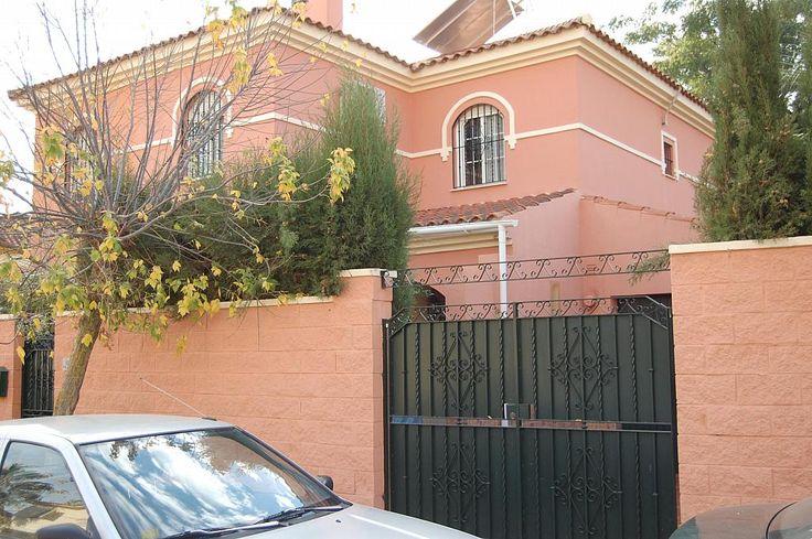 Casa pareada en venta en calle Acebuche, Gelves - u5796968_18944792   yaencontre