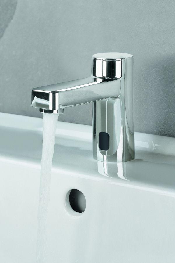 Beruhrungslos Elektronische Armatur In 2020 Armaturen Sanitar Wasserstrahl