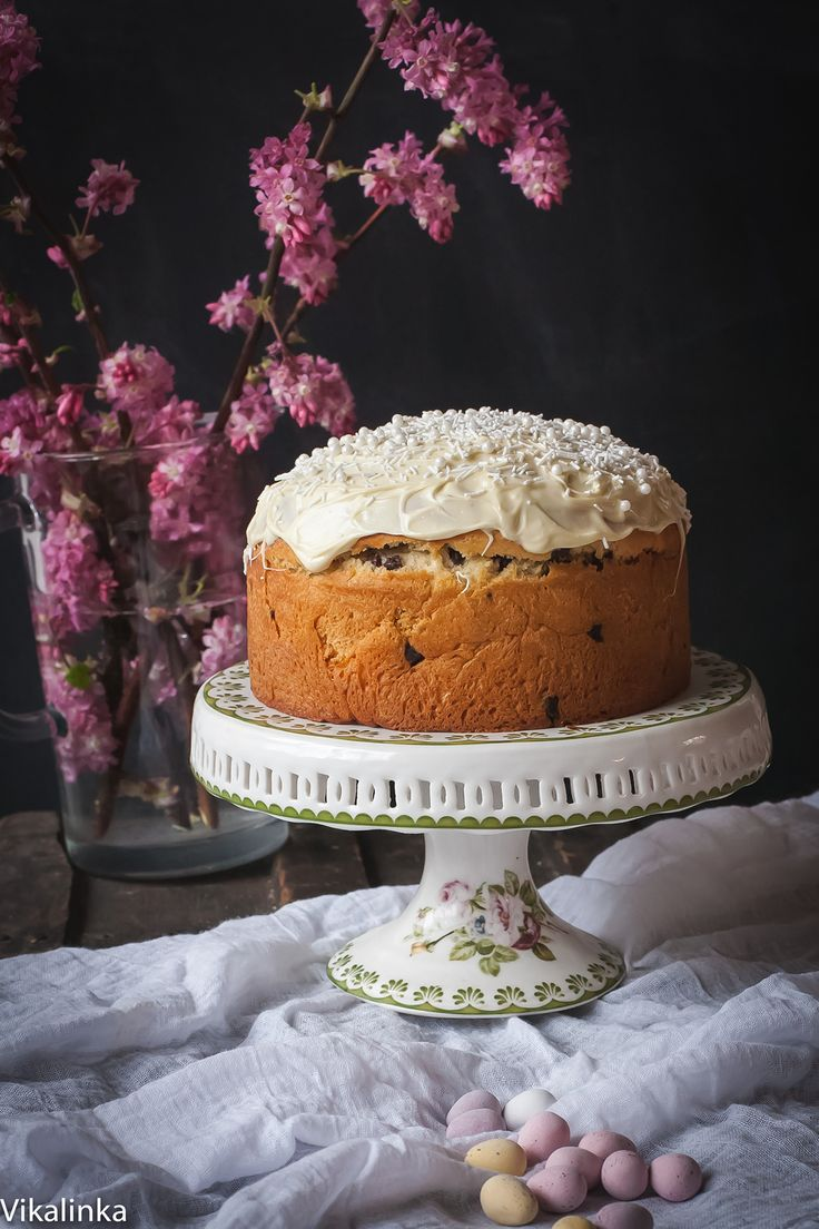 Recalling happy childhood memories of her grandmother's baking, food blogger @juliavfrey  creates her own adaptation of this decadent Russian #Easter bread, kulich.  Guaranteed to be devoured in no time!