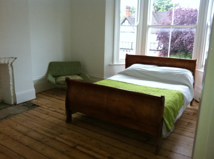 Location house in Sydenham. Green bedroom with sleigh bed.