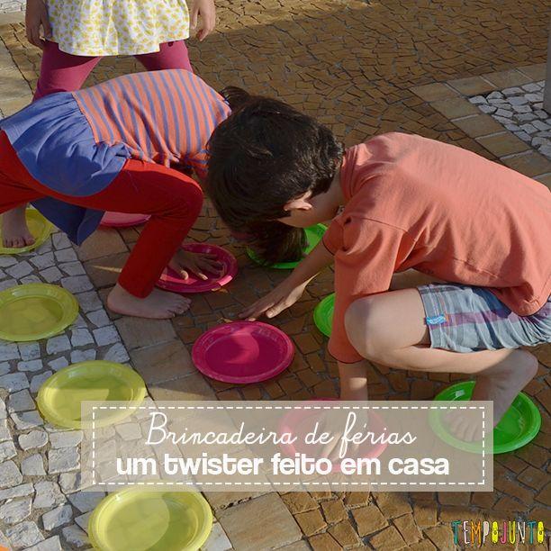 O jogo do Twister é um brinquedo muito legal para aprender, treinar estratégia e nos divertir muito. Dica para festas e férias