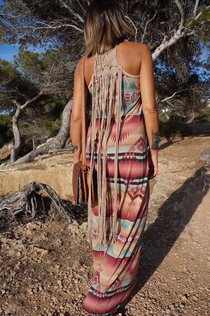 Parte de detras del bellisimo vestido estampado etnico