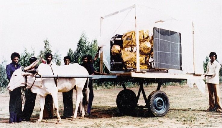 1981 :: ISRO Scientists Carry  India's First Communication  APPLE Satellite on Bullock Cart