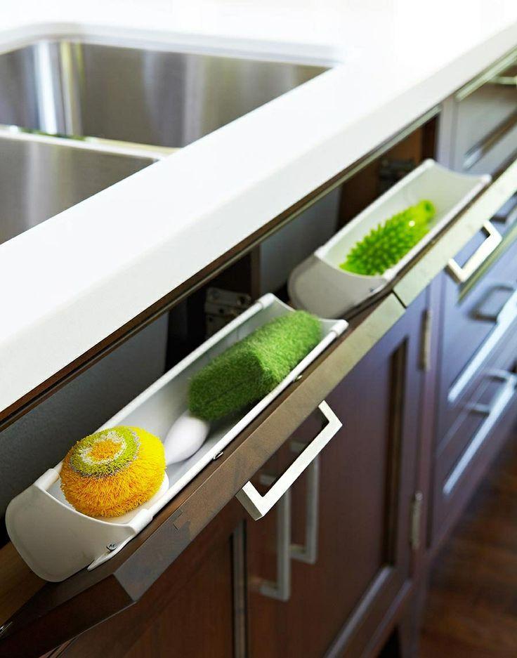 Una buena idea para guardar los estropajos en la cocina