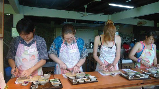 LaZat cooking class @ Kg Sg Penchala Learn Malaysian and Thai cuisine + visit to local market