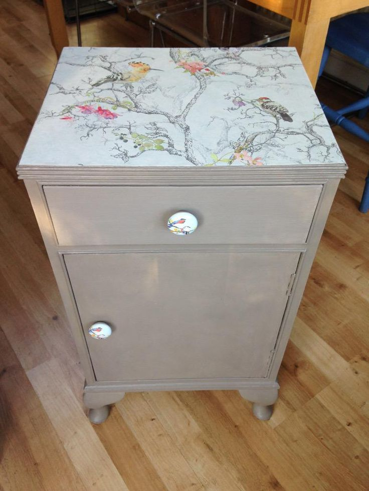 Lovely refurbished and repainted bedside cabinet from @dollydiditLDN #UpcycledHour