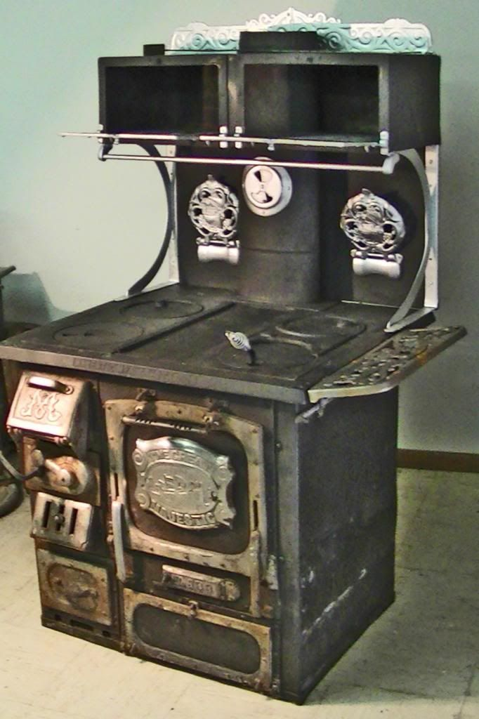 Antique Stove Majestic 636 Wood Burning Cook Stove Oven
