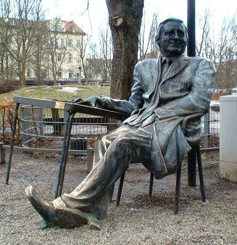 Denkmal für Monaco Franze (Helmut Fischer) an der Münchener Freiheit,