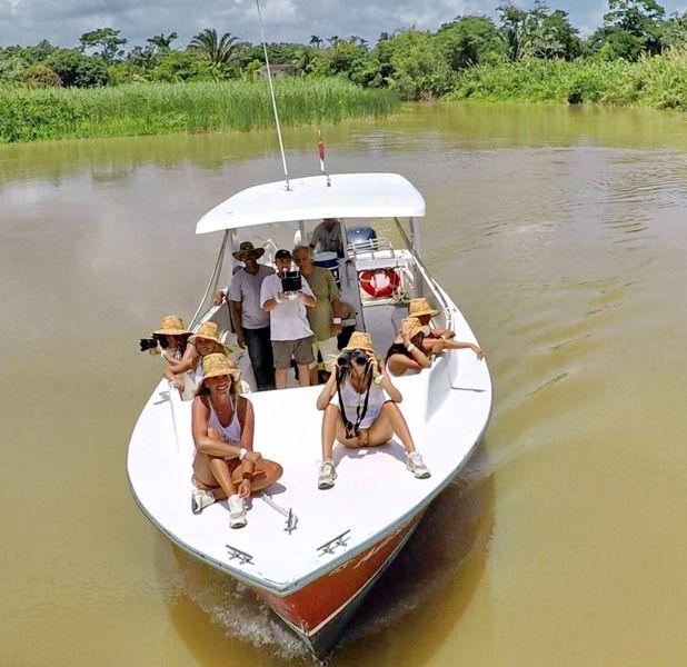 E per finire.. un bel giretto nella giungla. Con una piccola imbarcazione abbiamo percorso il Monkey River, dove tante piccole scimmie gironzolavano sugli alberi, saltando da uno all'altro...