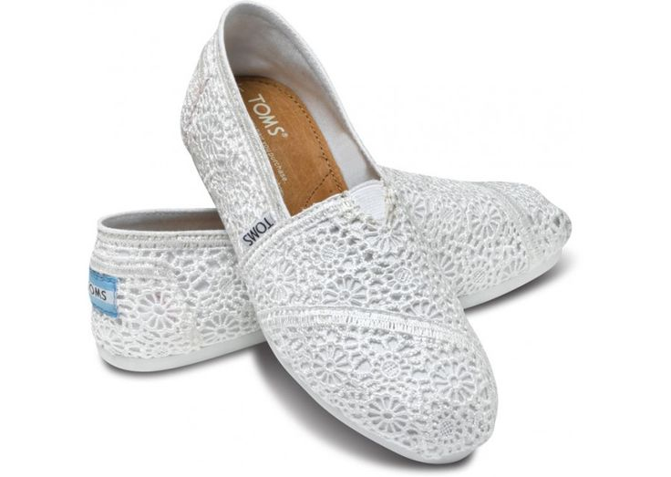 white crochet toms: White Crochet, Toms Com, Crochet Women, Crochet Toms, Toms Crochet, Crochet Woman, Classic White, Bridesmaid Shoes, Women Classic