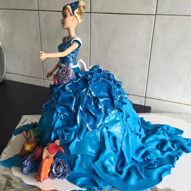 #Poupée #cendrillon #gâteau #anniversaire #génois #chocolat #poire #pâte #sucre #sugar #cake #bleu #blue #saverne #france #happy #birthday #souris #mousse #cinderella #