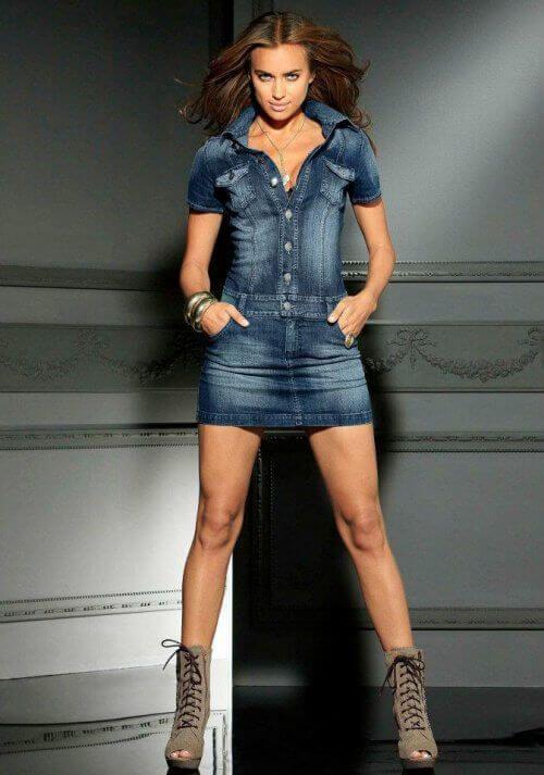Стильное и дерзкое джинсовое платье