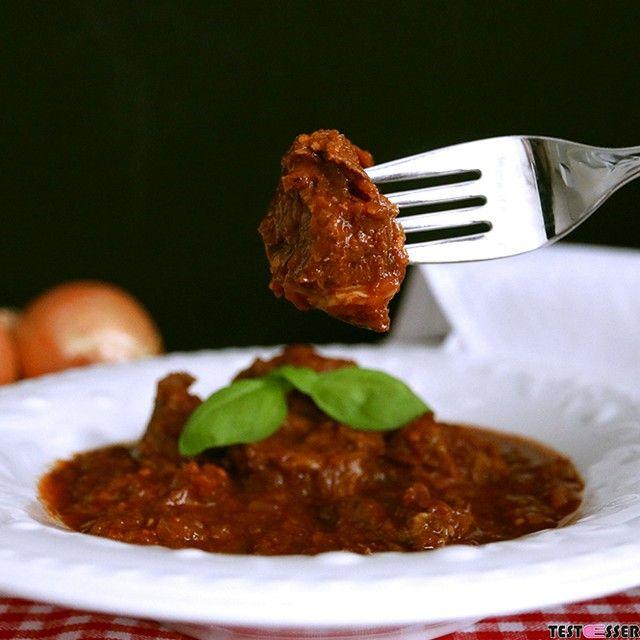 End of #Lent  We celebrate it with #goulash!! Die #fastenzeit ist vorbei! Da darf's gleich mal ein deftiges #gulasch sein ! Das #rezept gibt's wie immer im #blog! #rindergulasch #rindsgulasch #hausmannskost #wiebeiOma #selbstgekocht #foodgasm #foodpic #instafood #foodies #foodie #foodshot #foodstagram #instafood #photooftheday #picoftheday #testesser #graz #steiermark #austria #igersgraz #typicalaustrian