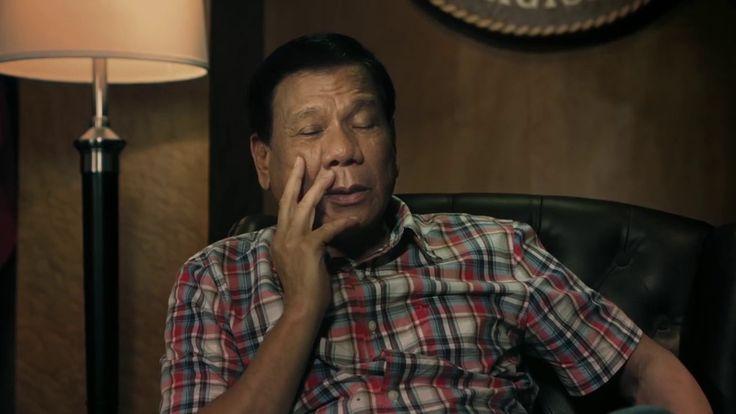 Salam Natal Presiden Duterte, Tenang dan Mengancam - WATCH VIDEO HERE -> http://dutertenewstoday.com/salam-natal-presiden-duterte-tenang-dan-mengancam/   Ucapan natal presiden Filipina Jadi Viral. Dalam video berdurasi tak sampai satu menit itu, Duterte sampaikan ucapan natal khusus pada pelaku kriminal di negerinya. Dengan nada tenang tapi mengancam, Duterte sampaikan akhir hidup para pelaku kriminal jika tidak menyerah. Website:  Subscribe...