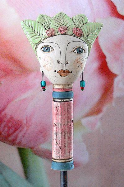 Pflanzen- & Gartenstecker - Gartenkeramik »Pamina« mit Rosenhaube - ein Designerstück von Brigitte_Peglow bei DaWanda