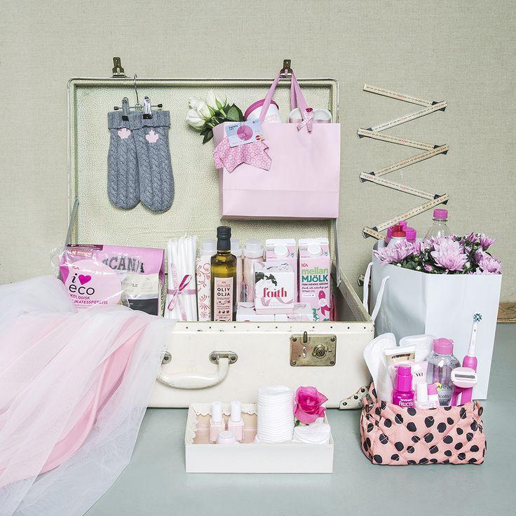 God morgon! Nu börjar en rosa tid och jag har fått äran att styla årets rosa produktbild för @cancerfonden och #rosabandet   Så många fina företag som är med i kampen mot bröstcancer!  Gå in på Cancerfondens hemsida och läs mer om hur du kan bidra, köpa produkterna och dela gärna bilden! ✨ http://cancerfonden.se/produkter Puss!