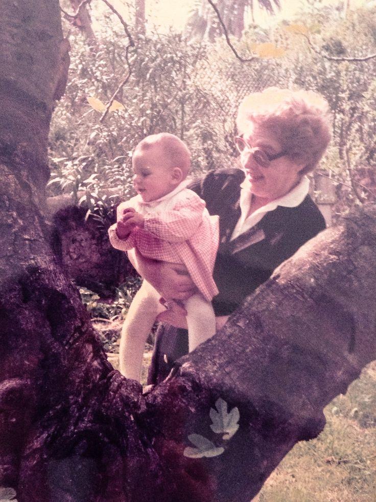 L'8 MARZO DEL MAGAZINE DELLE DONNE Mi chiamo Barbara, ho 33 anni e mi trovo sempre in difficoltà a capire cosa si intenda per festa della donna: festa significa per antonomasia un evento eccezionale, il contrario della quotidianità, della normalità. La normalità si costruisce giorno dopo giorno, con gli esempi di uomini e donne, di generazione in generazione.  Quando ero piccola c'era un albero di fico robusto, nodoso, forte e mia nonna mi teneva in braccio all'ombra delle sue foglie...