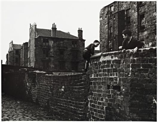 Oscar Marzaroli Gorbals: Boys on Wall, 1963