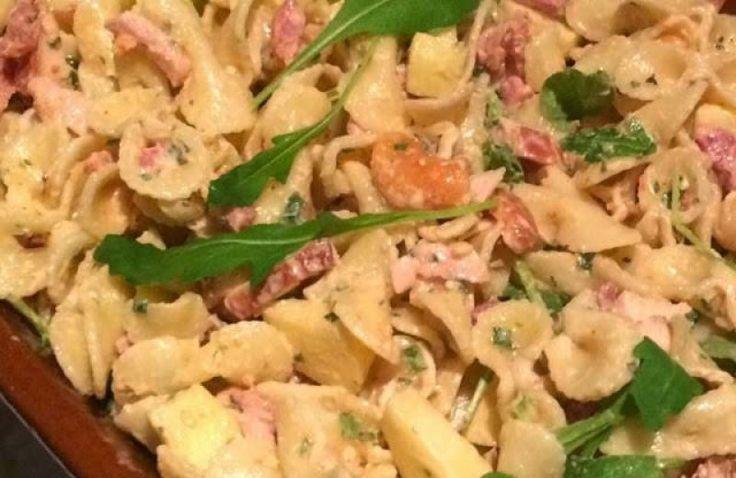 Koude pastasalade met kip, appel, noten en veel meer lekkers