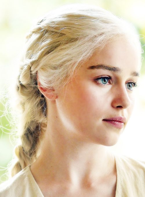 Emilia Clarke (and who she plays in Game of Thrones) kinda looks like how I imagined Fiona to look like!