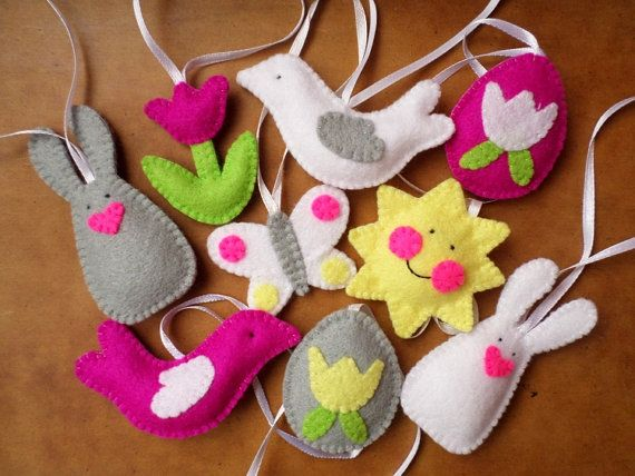 This Easter/Spring decoration set contains 9 soft, handmade ornaments (eggs, bunnies, smiling sun, butterfly, birds and a tulip). Their average size