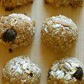 オートミールの簡単トースタークッキー  今すぐ食べられる簡単ざくざくオートミールクッキーです。ヘルシーなのでお子様やダイエット中のおやつにもおすすめです。  gh97923 材料 (一人分(小さいの6個分)) オートミール50g 全粒粉10g オリーブオイル小さじ2 黒砂糖大さじ1 塩麹(または塩ひとつまみ)小さじ半分 レーズン小さじ1 胡桃小さじ1 水大匙1